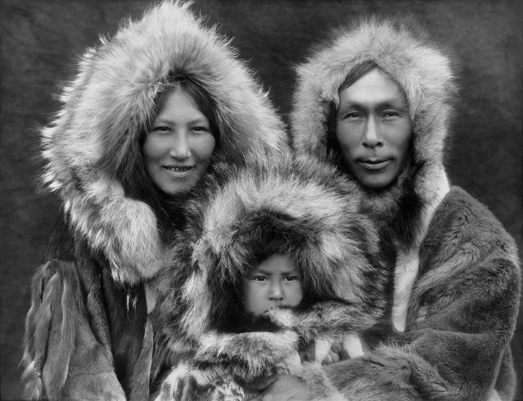 1920px-Inupiat_Family_from_Noatak,_Alaska,_1929,_Edward_S._Curtis_(restored)