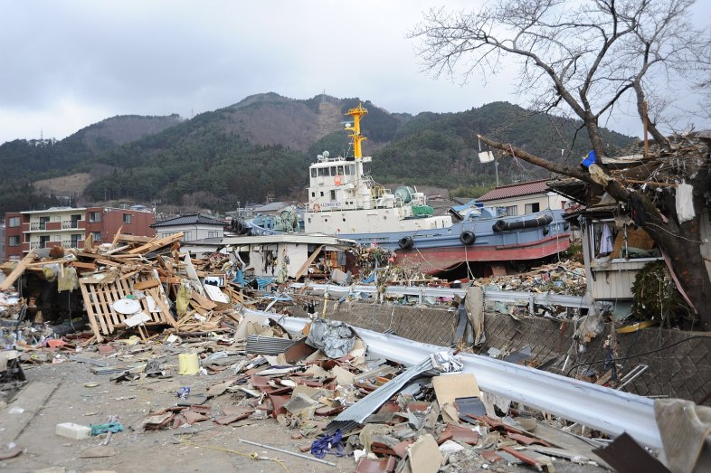 1599px-US_Navy_110315-N-2653B-148_A_tug_boat_is_among_debris_in_Ofunato,_Japan,_following_a_9.0_magnitude_earthquake_and_subsequent_tsunami